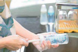 Tips dan Cara Membersihkan Botol Susu Bayi agar Bebas Bakteri